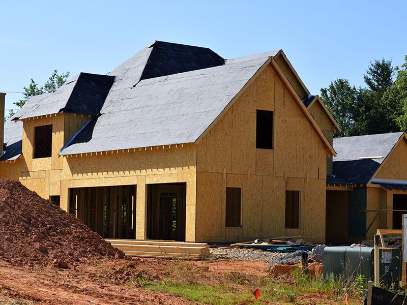Construire sur son terrain non constructible : est-ce possible ?